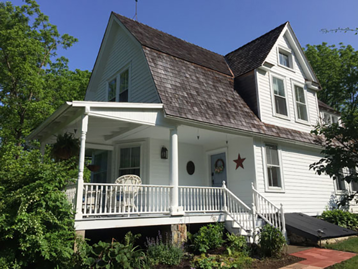 Treat Your Bridal Party to a Complimentary Stay at a Cozy Victorian Cottage!